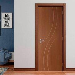 Porta Frisada de Madeira Sarrafeada Flávia Padrão Imbuia-210 x 92