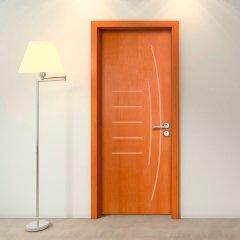 Porta Frisada de Madeira Sarrafeada Gigi Padrão Cedro -210 x 62