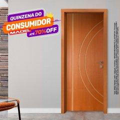 Porta Frisada de Madeira Sarrafeada Michelle Padrão Cedro -210 x 72